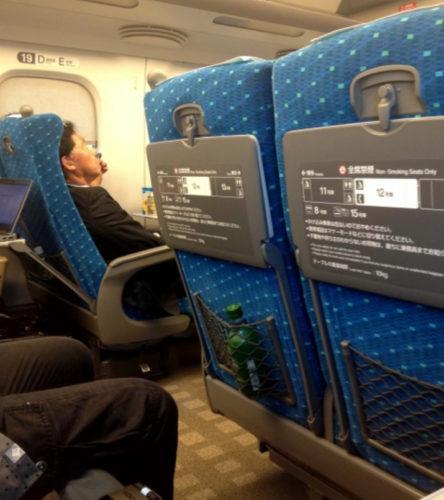 新幹線の座席を倒すときのマナーと注意点を分かりやすく解説
